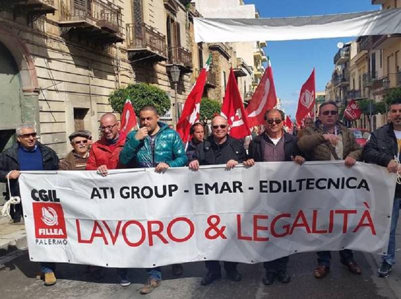 """Sit-in dei lavoratori dell'Ati Group di Bagheria: """"No ai licenziamenti"""""""