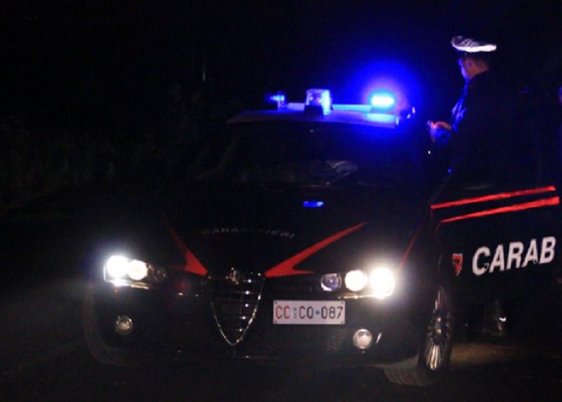 Rissa finisce in sparatoria, panico tra la gente: uomo rimane ferito