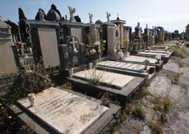 Palermo, fanno visita alla nonna e non la trovano: mistero al cimitero dei Rotoli