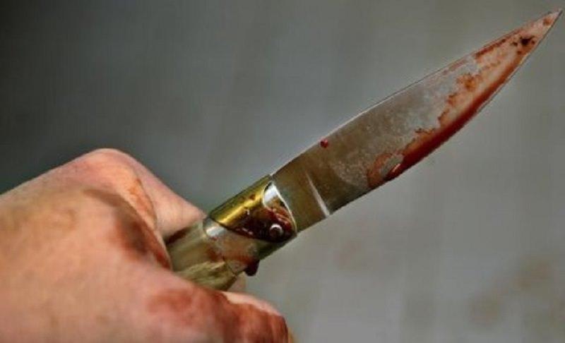 Tenta di uccidere vicina di casa con una coltellata dopo lite condominiale: arrestata 43enne