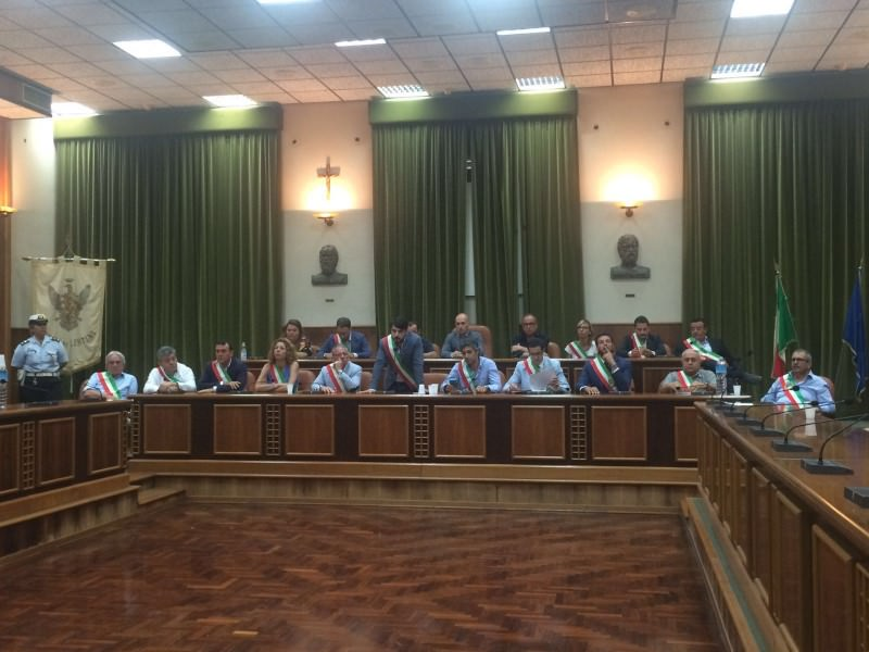 Emergenza rifiuti, a Lentini oggi i 21 sindaci della provincia