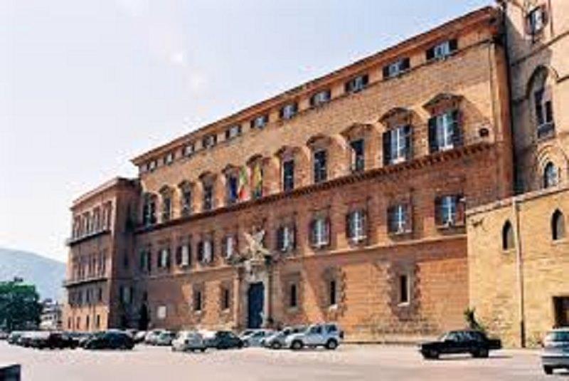 Spese pazze: condannato Leontini, in 7 rinviati a giudizio