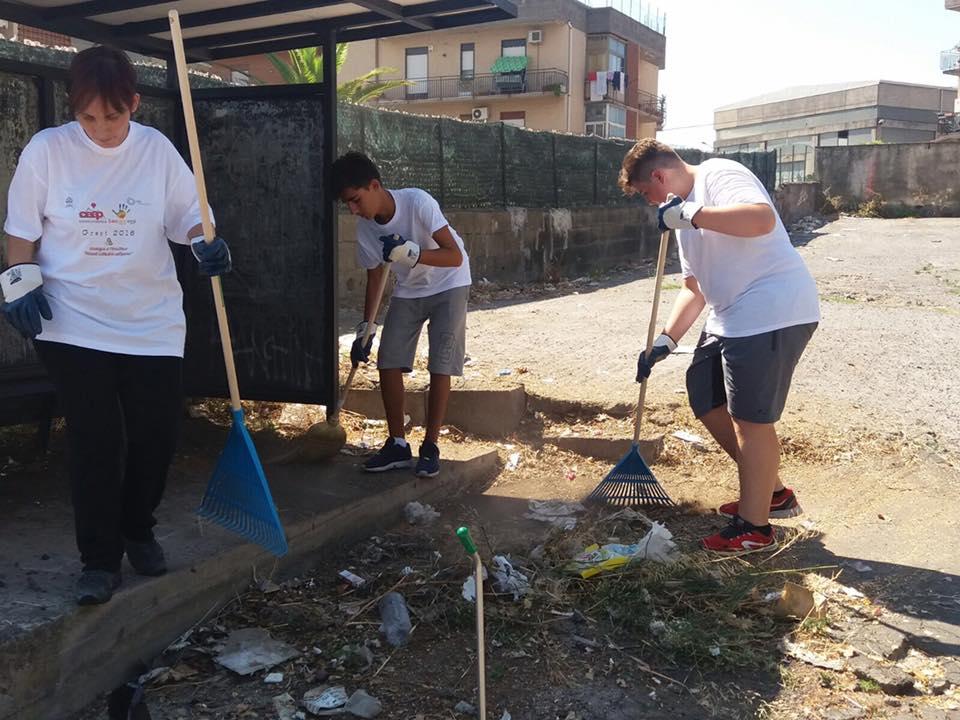 Bambini all'opera in strada a Belpasso: rispetto dell'ambiente con il Grest Solidale