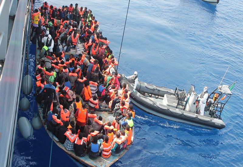 Un altro sbarco in Sicilia, barcone carico di migranti bloccato dalla Guardia Costiera