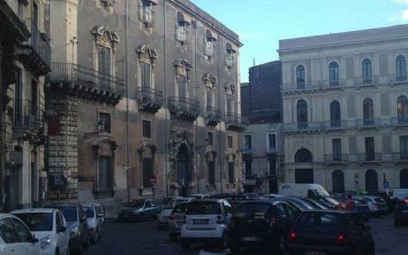 Accusa un malore in piazza Manganelli. Turista veneto muore per il caldo