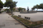 Parcheggiatori abusivi, è guerra per il territorio di Piazza Europa: uno colpito a colpi di spranga in testa, i dettagli
