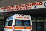Rinvenuti razzi all'interno dei cassonetti: colpito alla caviglia un passante e trasportato in ospedale