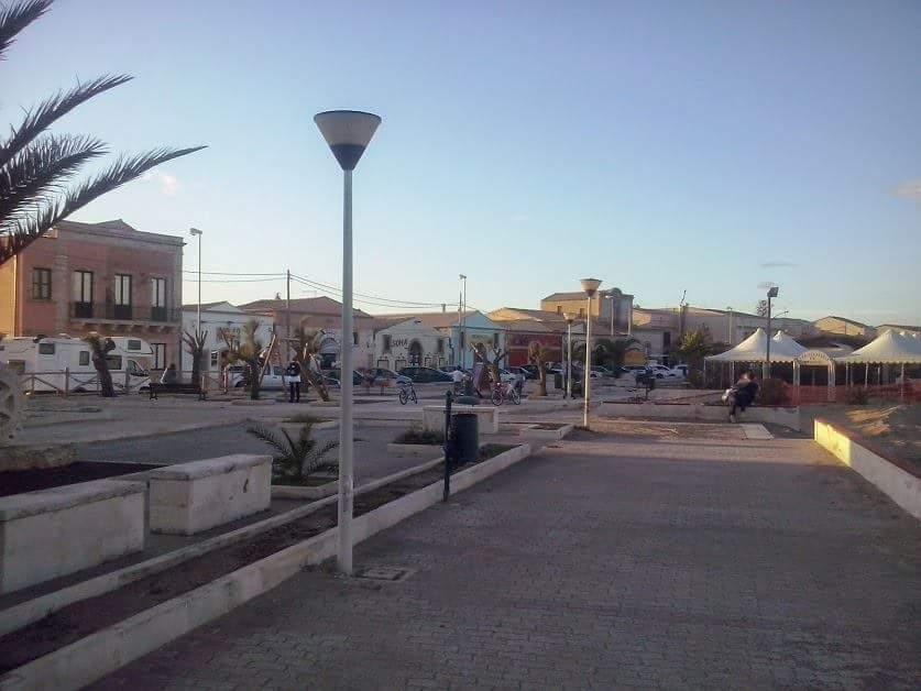 Strada e costruzioni abusive: denunciati proprietari di un ristorante a Marzamemi