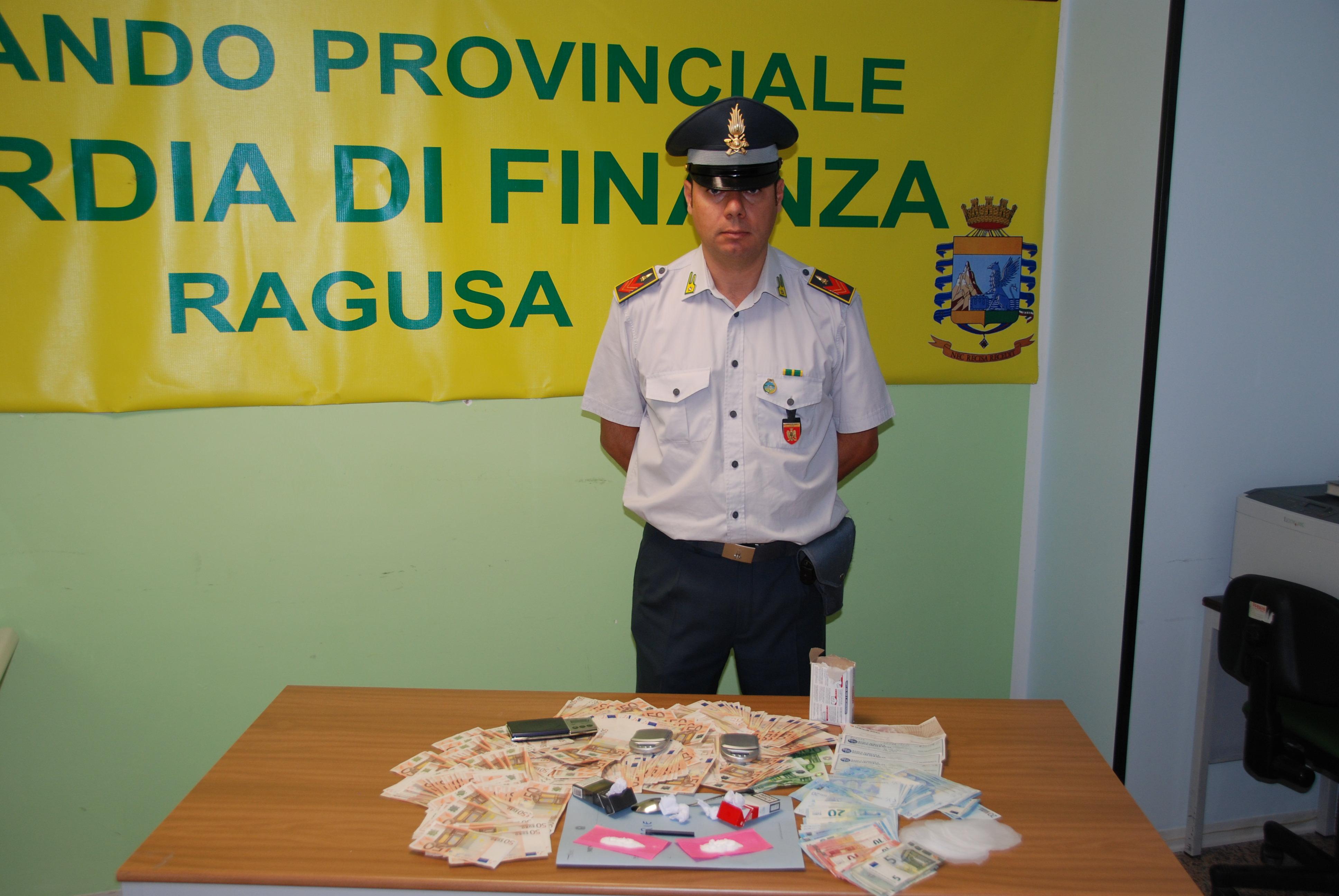 """Pagavano la droga firmando assegni: arrestato pusher della """"Ragusa bene"""""""
