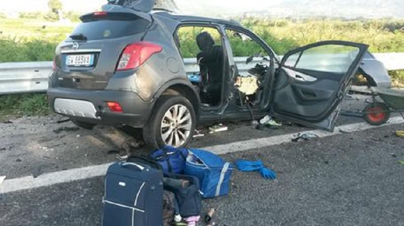 Scontro fra auto e autotreno in Calabria: muore un'intera famiglia messinese