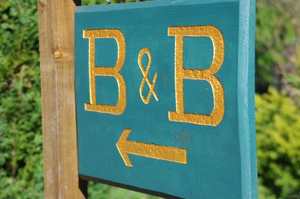 Sfrattati di casa durante l'emergenza sanitaria, 4 persone alloggiano in un B&B abusivamente: denunciati