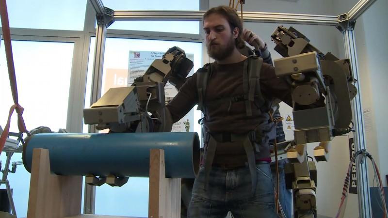 Dai robot agli esoscheletri: storia dell'ibridazione uomo-macchina