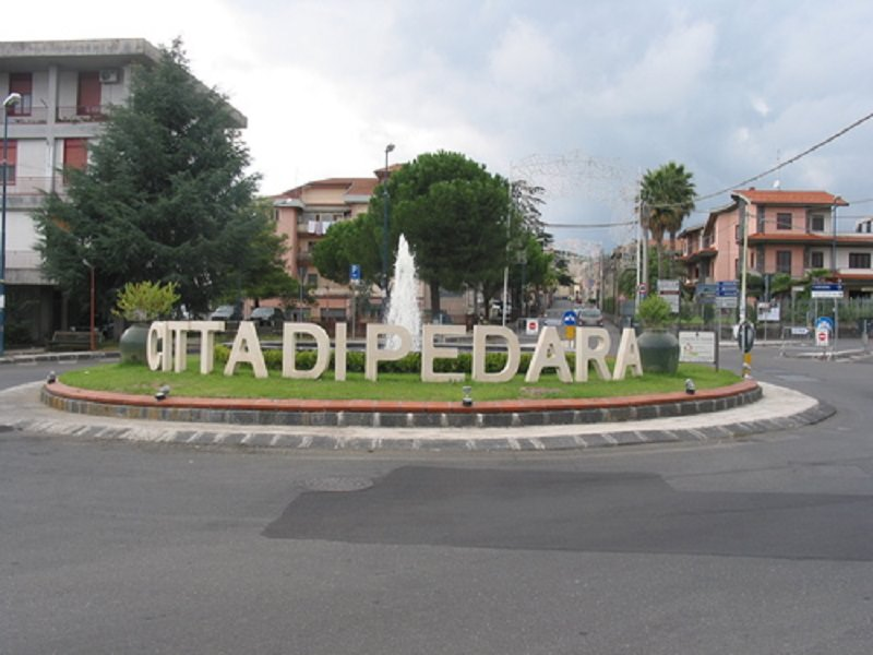Pedara si ferma per le vittime del terremoto, sospese tutte le manifestazioni