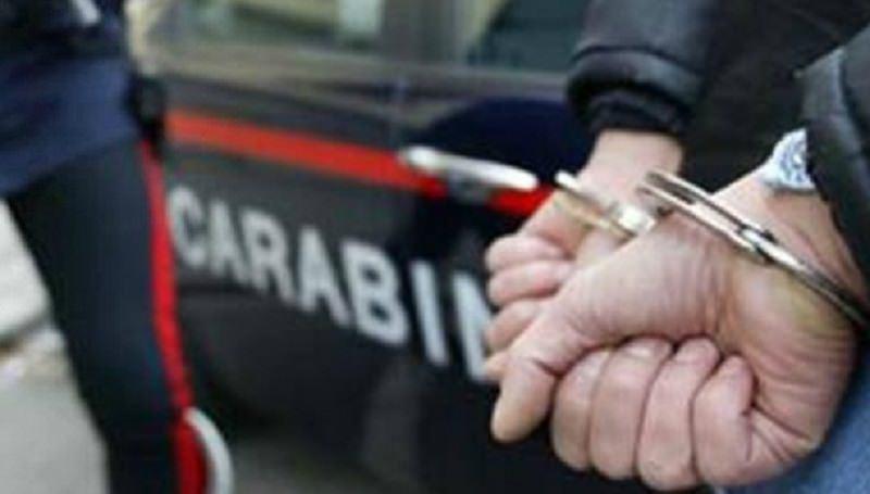 Per anni subisce minacce e aggressioni dal figlio: arrestato 41enne siciliano per violenza domestica
