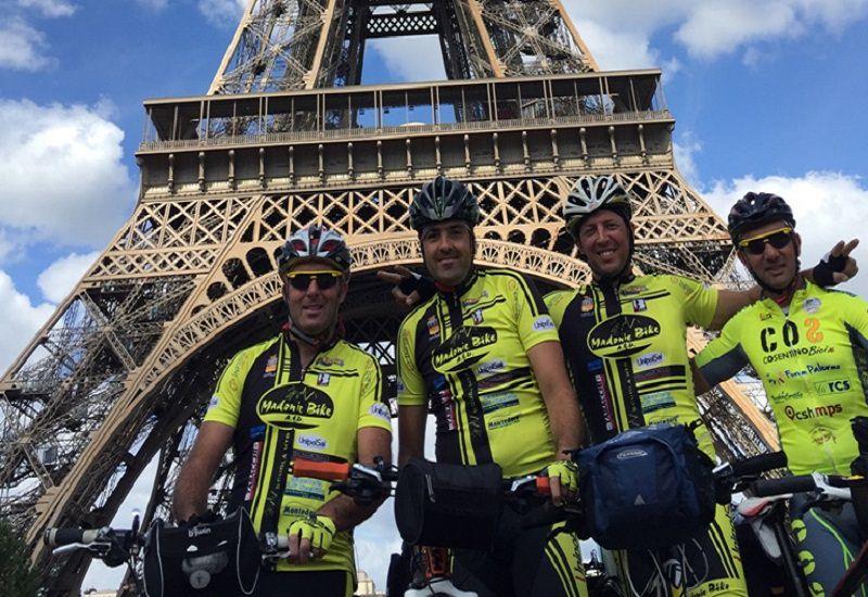 Da Genova a Parigi in bici: impresa riuscita per quattro ciclisti palermitani