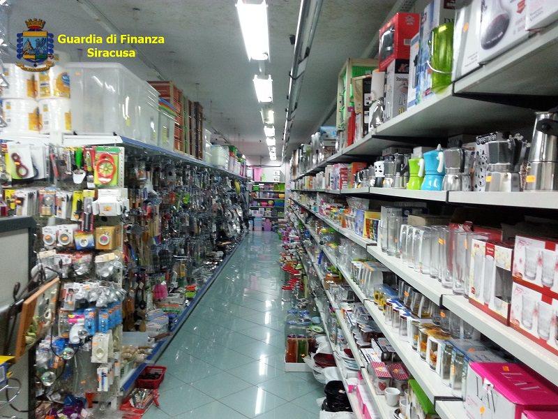 Guerra alla contraffazione, diverse irregolarità riscontrate in negozi cinesi nel siracusano