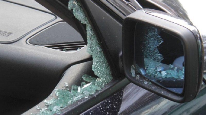 """Non """"approva"""" il fidanzato della figlia e le distrugge la macchina, denunciata la madre"""