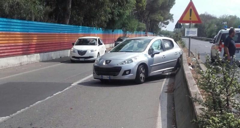 Catania, ambulanza in soccorso tampona un'auto al viale Kennedy