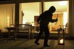 Attende la notte e razzìa una casa: porta via denaro, gioielli e penne pregiate. Arrestato Alessandro Cipriani
