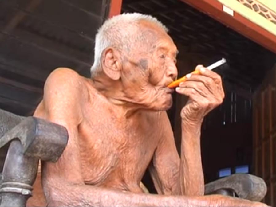 """L'uomo più vecchio del mondo ha 145 anni: il suo segreto? """"Avere tanta pazienza"""""""