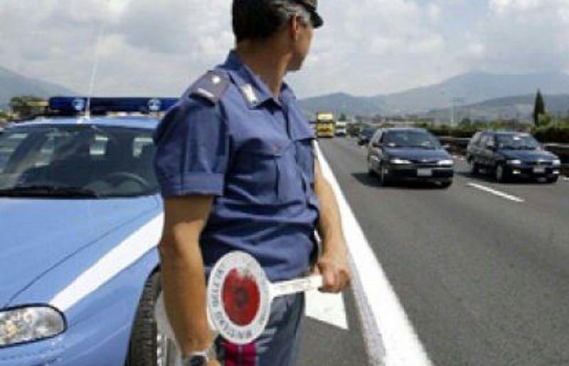 Cefalù, tassista abusivo viaggiava con pusher: sequestrati 5 panetti di hashish