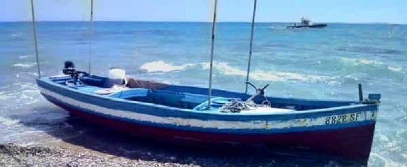 Approdano in spiaggia e si danno alla fuga, ricercati 15 migranti tunisini