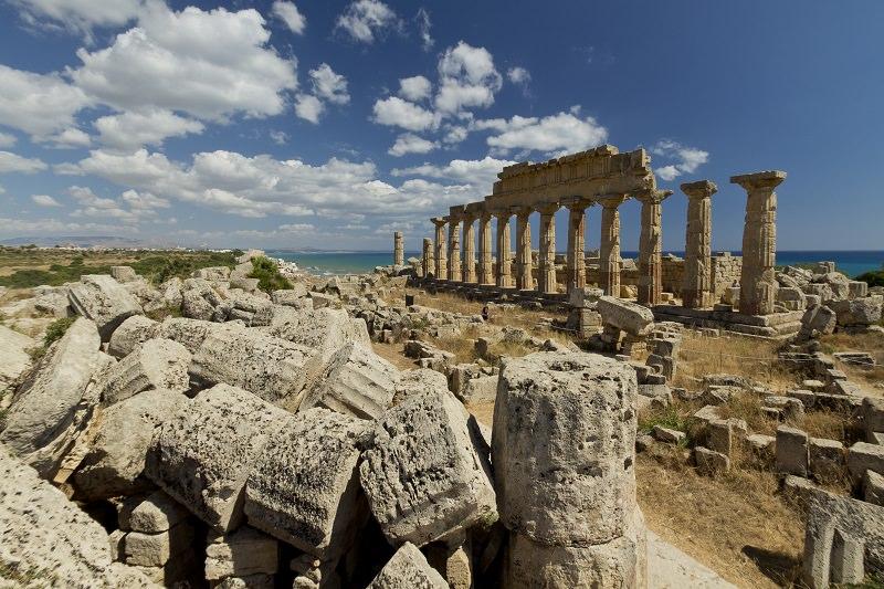 Trenta ettari divorati dalle fiamme nel parco archeologico di Selinunte