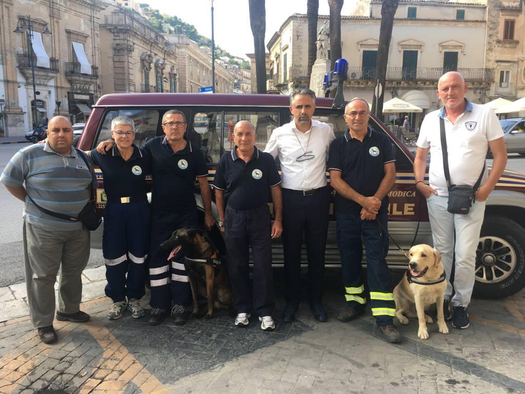 I cani di Modica sui luoghi del disastro alla ricerca dei dispersi