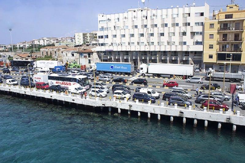 Traffico in tilt a Messina: oltre 90 minuti di attesa per salire sul traghetto