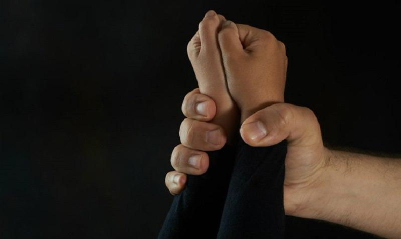 Paternò, arrestato per abusi su minore ausiliario ospedaliero