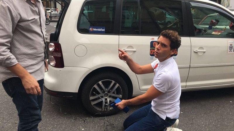 Mika a Catania tassista per un giorno