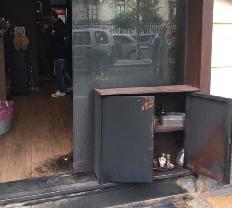 """Bruciato l'ingresso della caffetteria """"Cortile Capuana"""""""