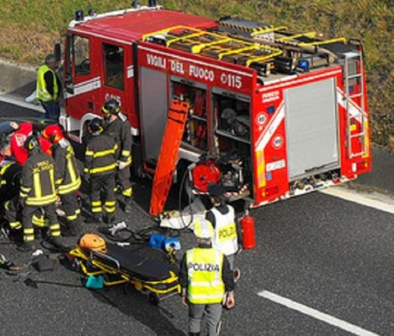 Incidente sulla A18, la vittima è un 47enne di Valverde