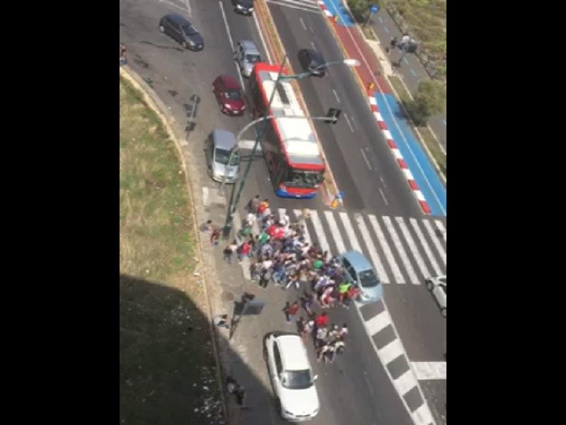 Catania, caos Amt: pendolari prendono d'assalto un autobus IL VIDEO
