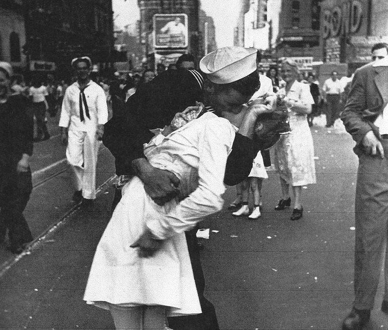 Greta, l'infermiera della foto-simbolo di Times Square