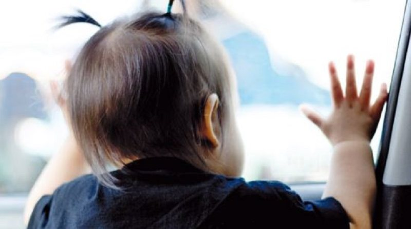 Mamma e papà dimenticano il figlio neonato sul treno. Ecco cosa è accaduto…