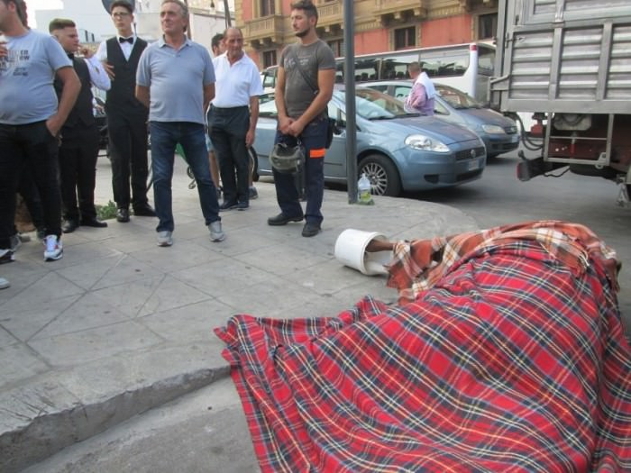 Cavallo morto in piazza Verdi a Palermo. Colpa del nuovo percorso?