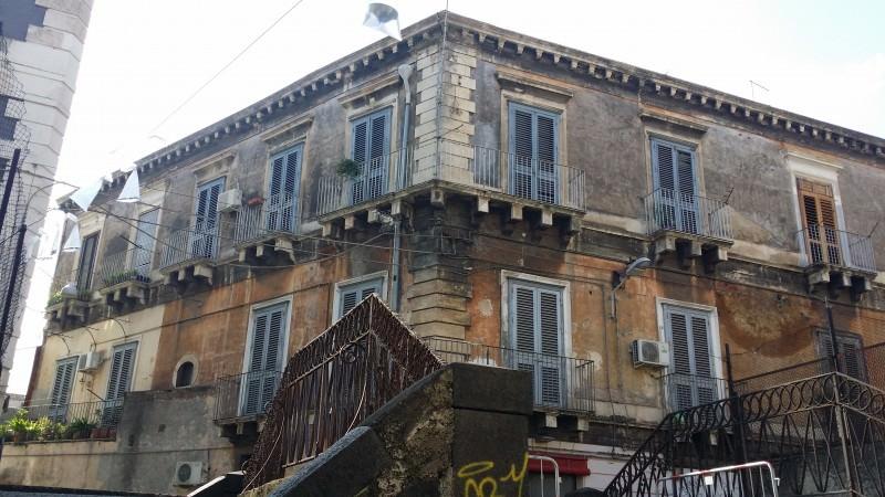Catania, rischio crollo nel centro storico. Dramma per 6 famiglie. L'ombra della speculazione