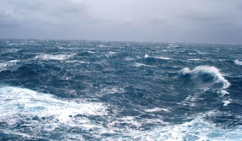 Forte vento rende impossibili i collegamenti con le isole Eolie: sospese le prime corse