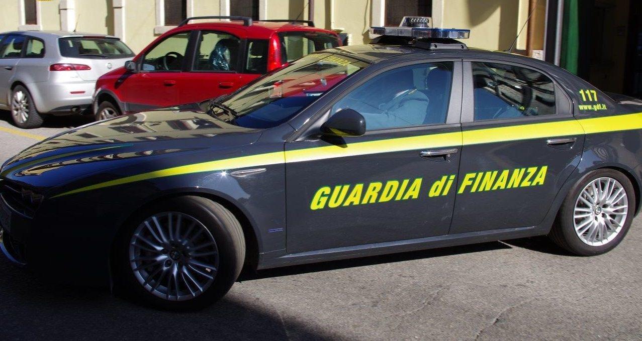 Mafia ed estorsione: in manette avvocato e affiliato agli Ercolano