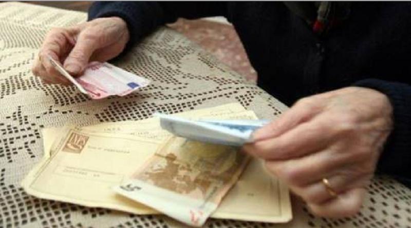 """La """"bella vita"""" con le pensioni dei congiunti morti: sequestro di denaro e case a Catania e Trapani"""