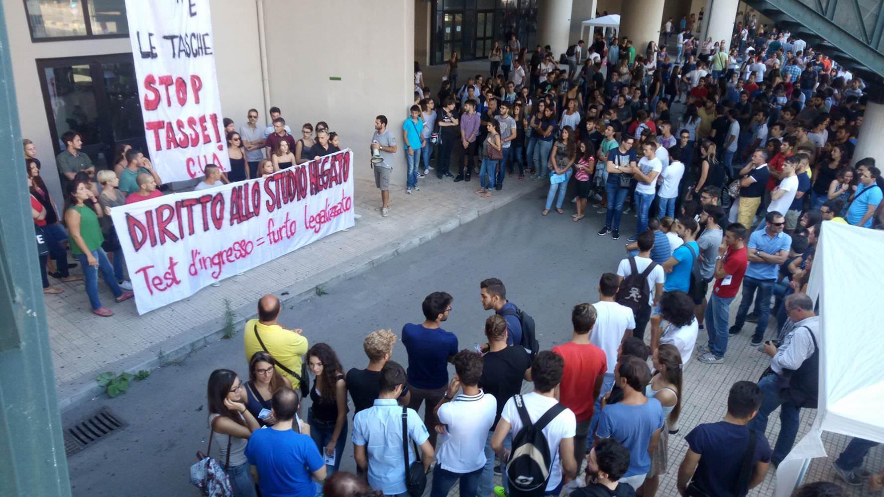 """Palermo, studenti contro il sistema: """"Test di ingresso un vero e proprio raggiro"""""""