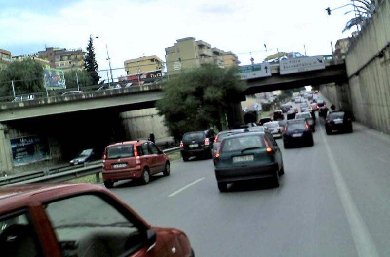 """Palermo, viale Regione Siciliana """"falcidiata"""" dai cantieri: traffico in tilt"""