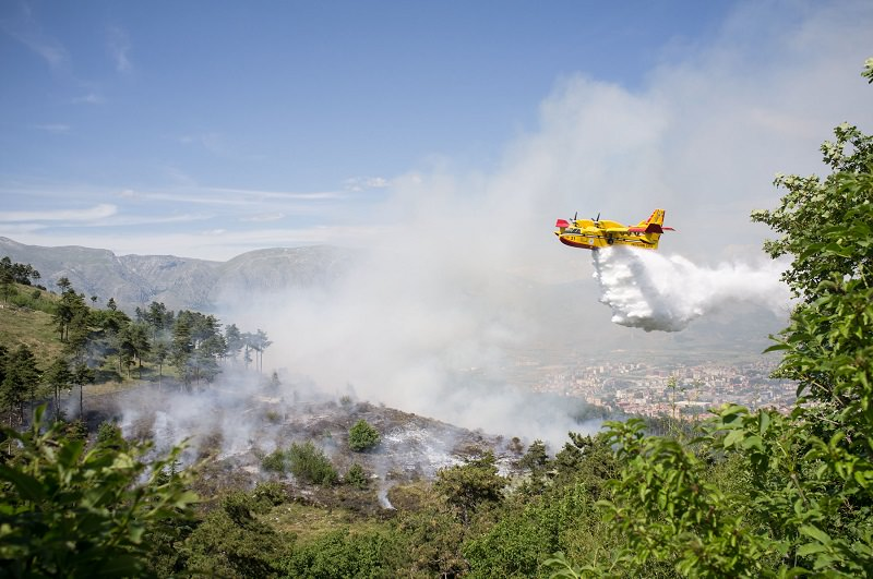 Incendi nel Palermitano e nell'Agrigentino: vasti ettari di campi in fiamme