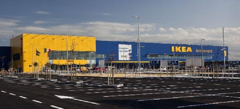 Lavoratori part time Ikea Catania in sciopero per tre giorni: sit-in davanti al punto vendita