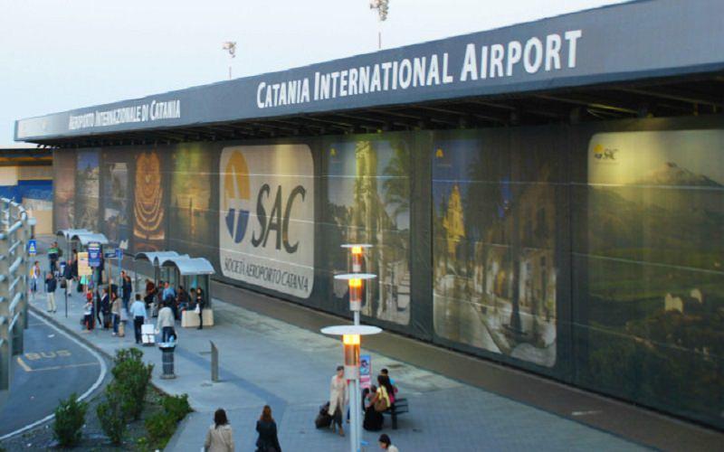 Si spaccia per un altro in aeroporto ma i controlli per il G7 lo incastrano: denunciato togolese