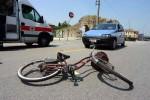 """Il manubrio si """"smonta"""" e lui cade dalla bici: giovane operaio con fratture trasportato in ospedale"""