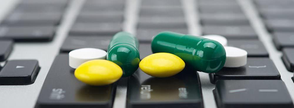 """""""A scuola di salute"""" contro il """"traffico"""" dei farmaci in rete"""