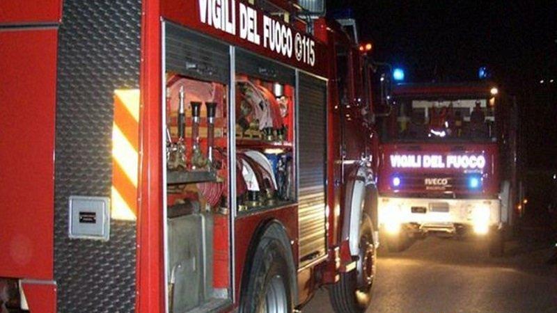 Bruciano cinque auto in fila, notte di fuoco a Palermo