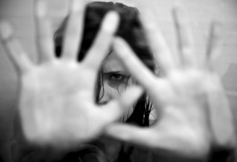 Minaccia di morte l'ex moglie e gli amici della donna: scatta il divieto di avvicinamento